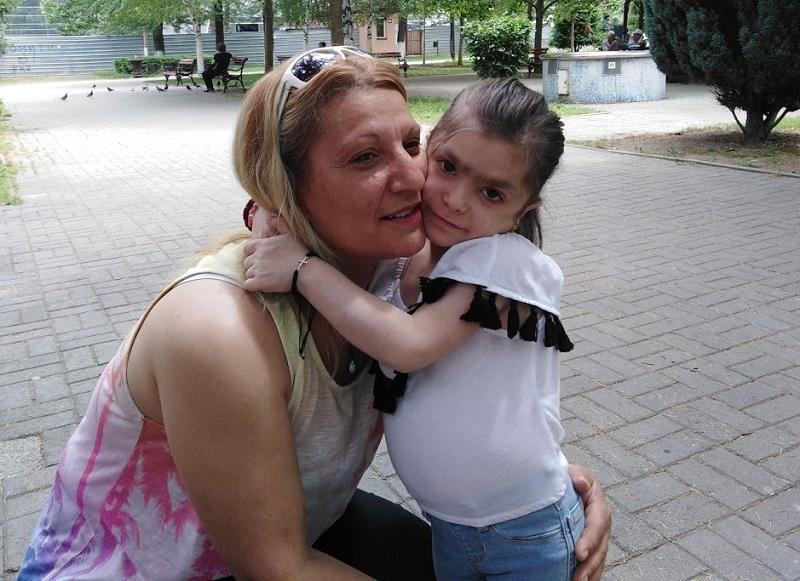 Христина е единствено дете со болеста CANDLE, мајка и постојано се тресе дали ќе собере донации за следната терапија