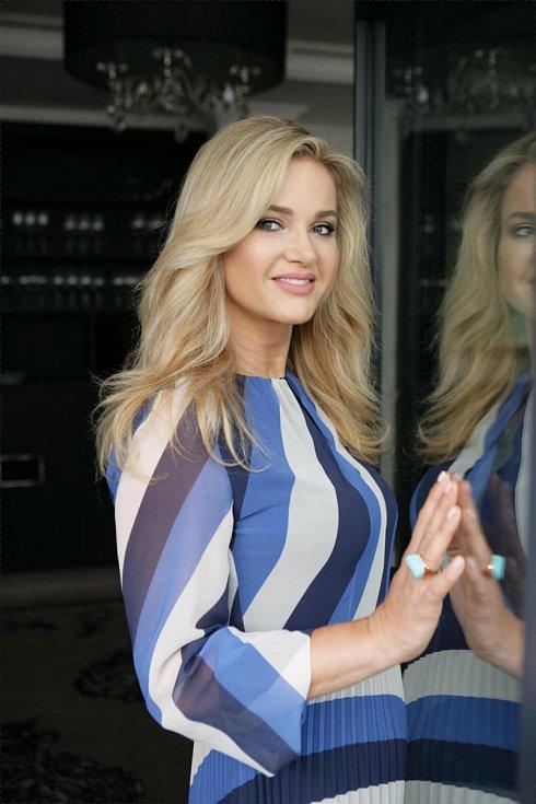 Сопругата на чешкиот премиер е европската Меланија и во фокусот на медиумите