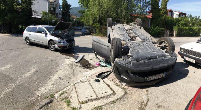 Превртено возило во Тафталиџе, патниците извадени од пожарникарите
