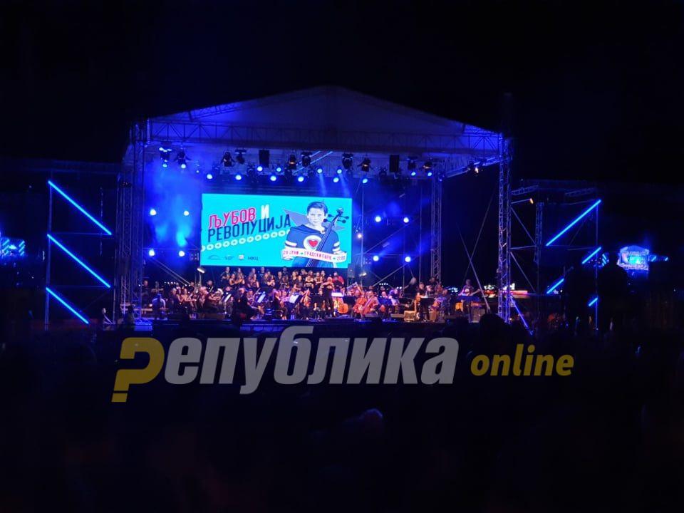 """Скопјани вечерва уживаат во """"Љубов и револуција"""""""