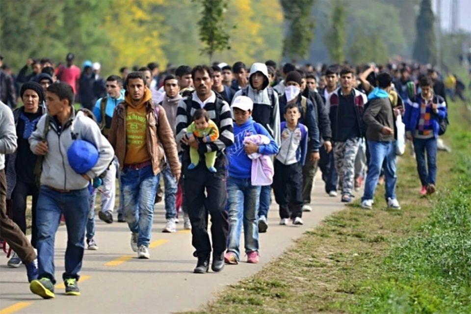 Аврамопулос: Инвазијата во Сирија носи опасност за мигрантското/бегалското прашање