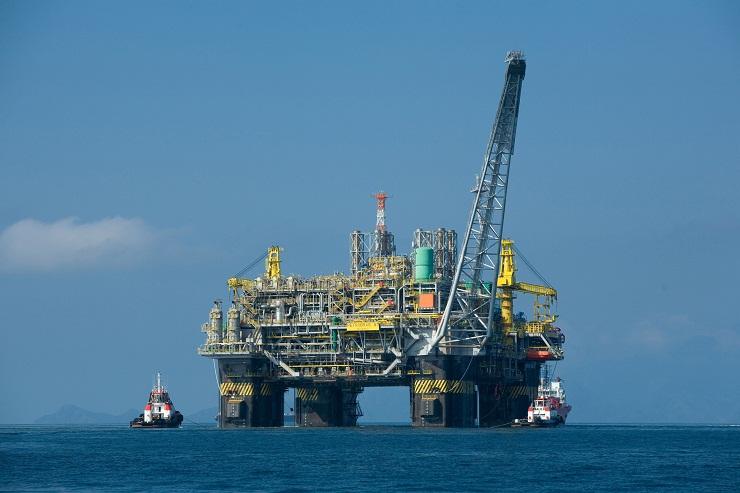 Цената на нафтата паѓа со зголемувањето на загриженоста од Ковид-19