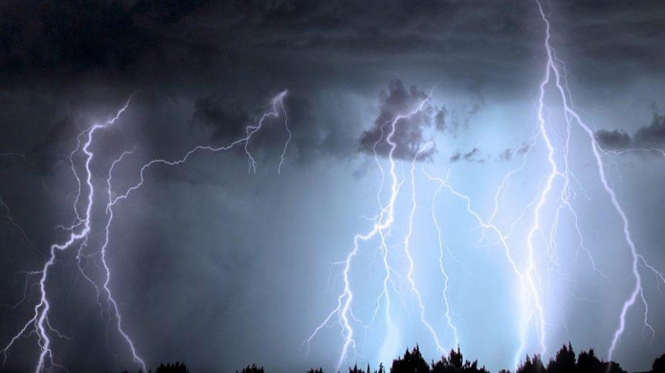 Од утре циклонот Викторија носи пороен дожд, грмежи и засилен ветер