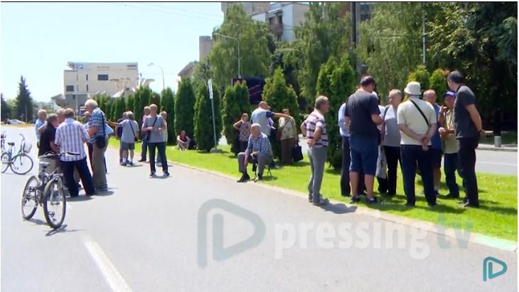Охисовци: Aко Владата има пари за долговите на општините, тогаш треба да имаат и за нас