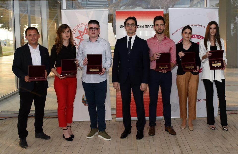 "Пендаровски им го додели признанието ""Инженерски прстен"" на најдобрите дипломирани инженери"