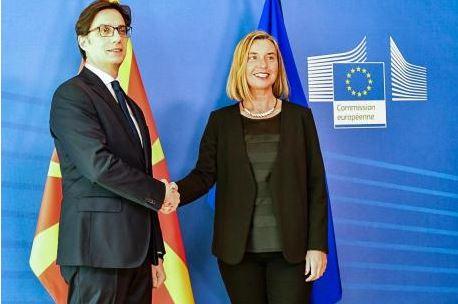 Пендаровски-Могерини: Северна Македонија треба да добие датум за преговори