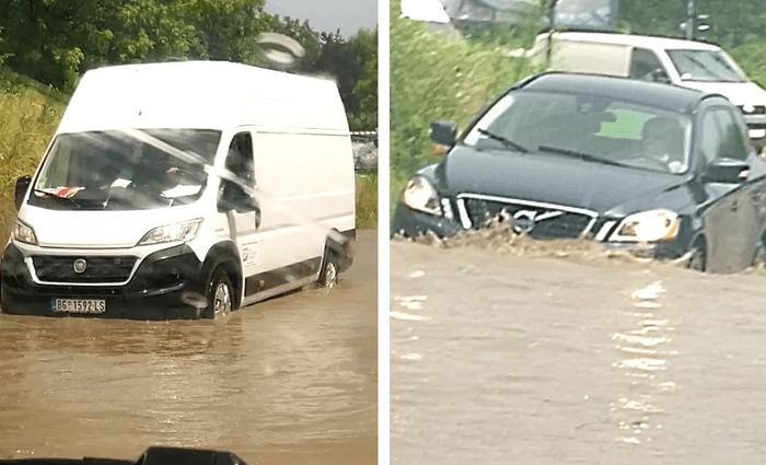 Автомобили пливаат по улиците, поплави во Србија