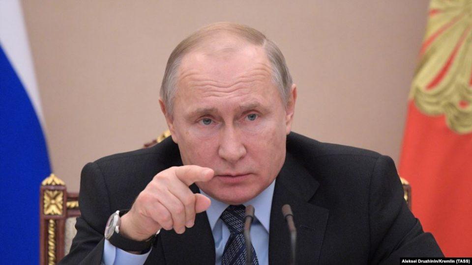 Невакцинираните Грци го сакаат Путин, вакцинираните Бајден