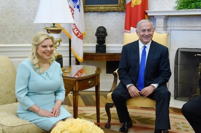 Сопругата на Нетанјаху ќе плати 15.000 долари казна за нелегална испорака на храна