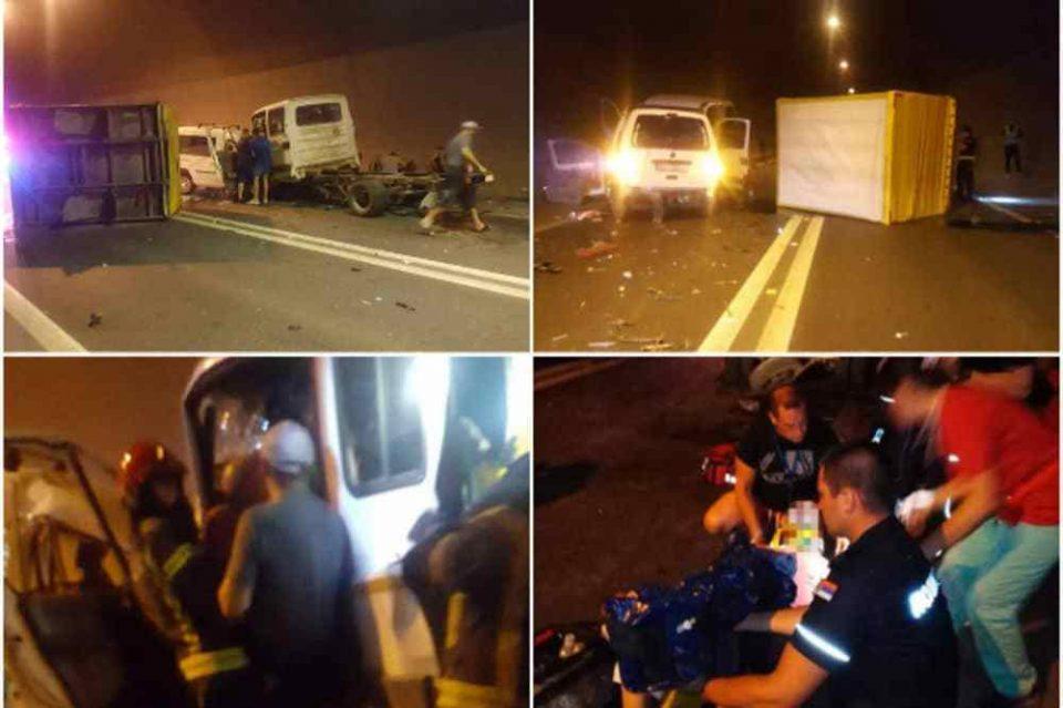 Страшна несреќа во Србија: Во директен судар загина возач на пикап, а шест лица се повредени