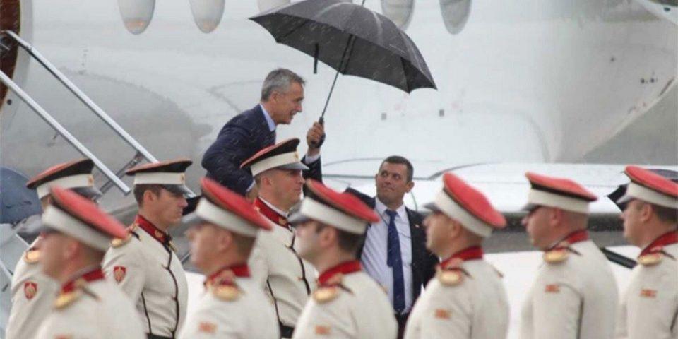 Со мало доцнење, Столтенберг пристигна во Скопје