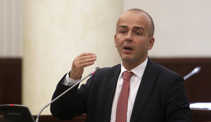 Пратениците на СДСМ да помислат дали се за бришење на Социјалдемократски од името