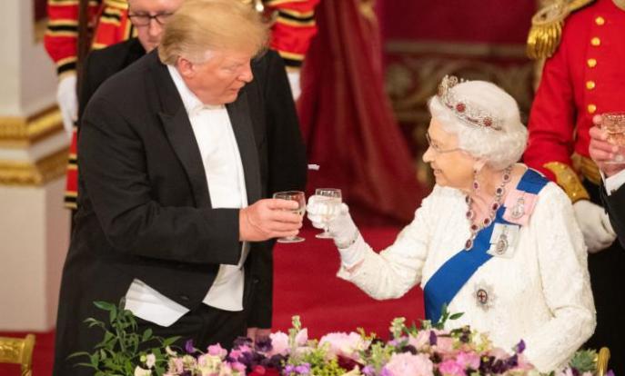 Банкет во Бакингемската палата: Што јаделе, пиеле и слушале?