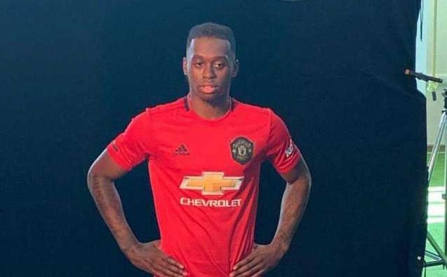Ван-Бисака го облече дресот на Јунајтед, официјална промоција се очекува денеска