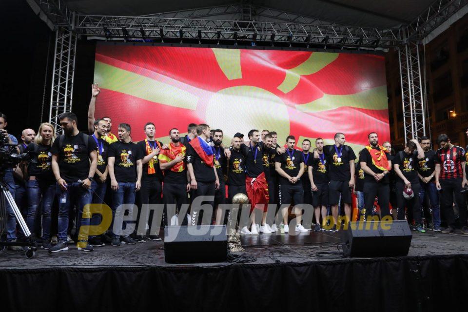 Град Скопје покажа како не треба и како не смее да се организира пречек на европски прваци