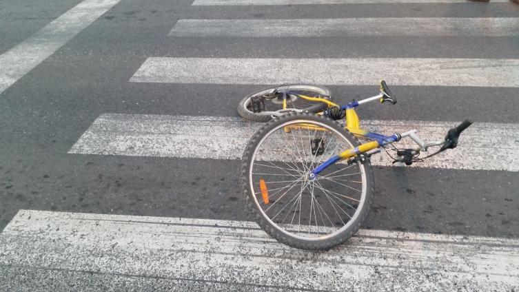 Возило собра велосипедист на стариот пат Струга Охрид