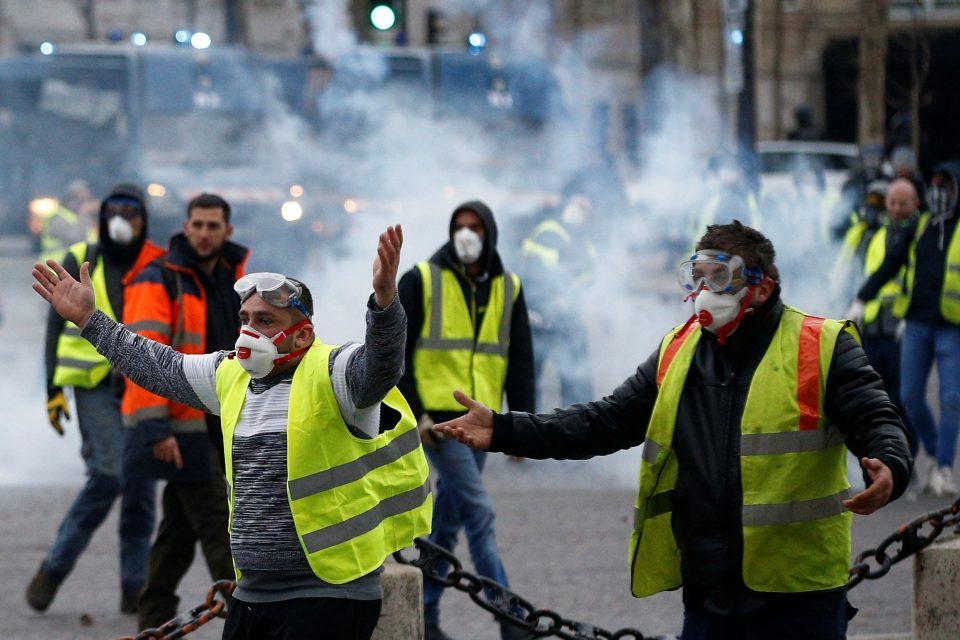 На протестот на Жолтите елеци во Париз уапсени 59 луѓе
