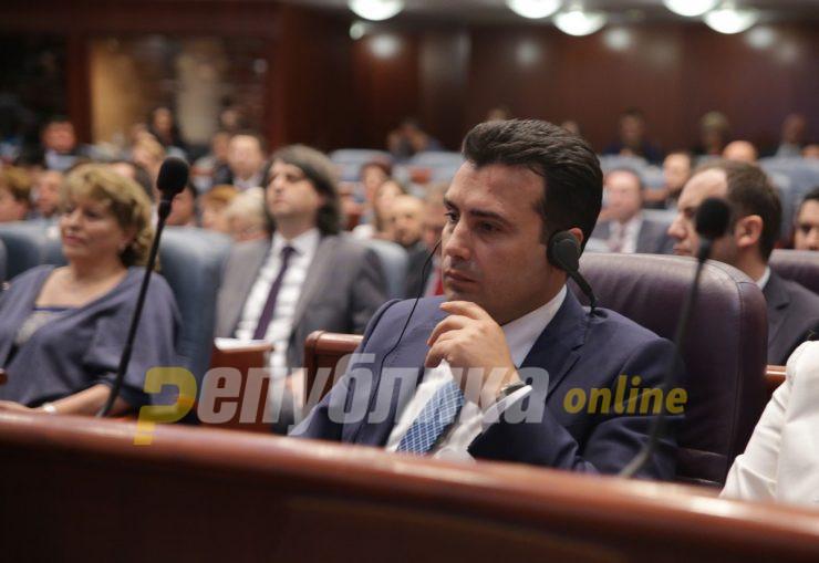 Заев тргувал со пратеници: СЈО се уривало за да се смени името