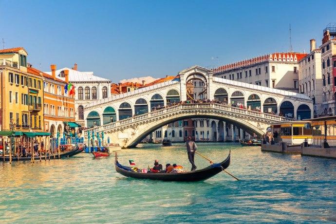 Поради кафе туристи во Венеција платиле казна од 950 евра