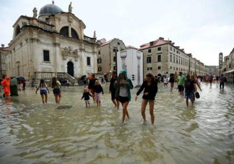 Страдун под вода, невремето го поплави Дубровник