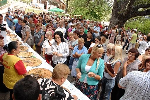 """Викендов седмо издание на """"Охридска софра"""" во Скребатно"""