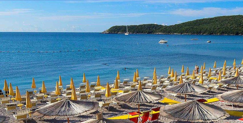 Колку чини еден ден на плажата Јаз кај Будва?