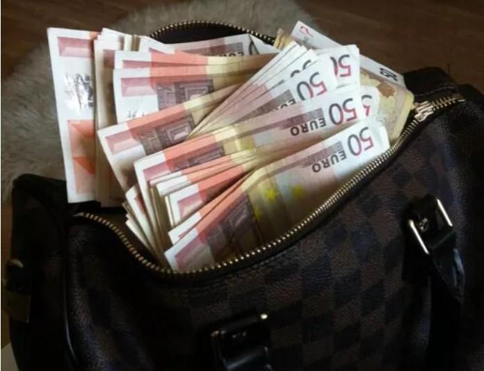"""Детали од снимките и броење пари во случајот """"Рекет"""""""