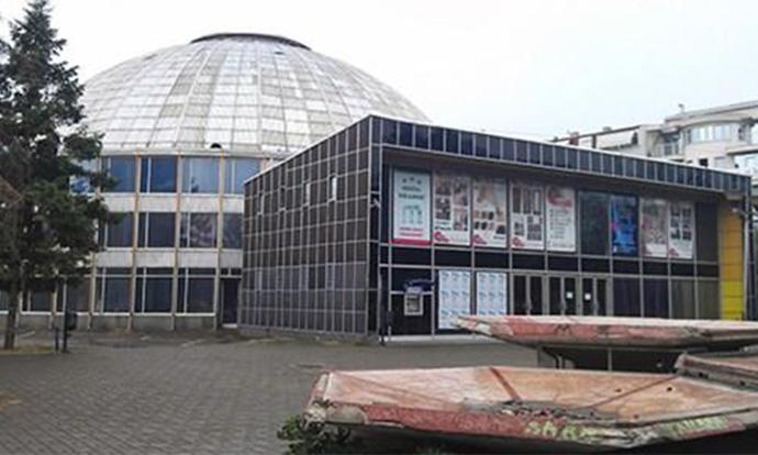 Во знак на 57-годишнината од земјотресот, градоначалникот на Скопје ќе ја руши Униврзална сала!