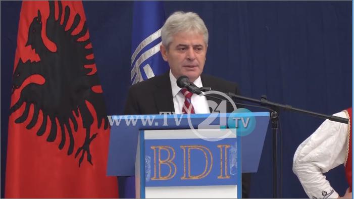 Тресејќи се, Ахмети го прашува Ел Чека: Зошто нема бомби и за СДСМ и за ВМРО?