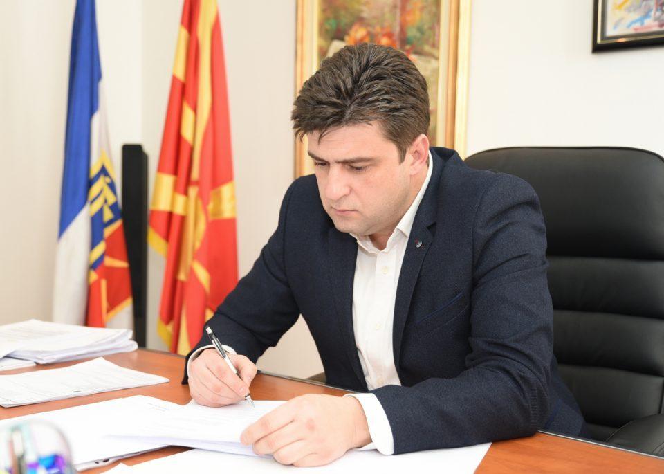 Стојаноски: Александар Наумоски нe запиpa да ги узypпира зeлeните површини во општината, на удap е и eдинcтвениoт пapк во Ѓорче