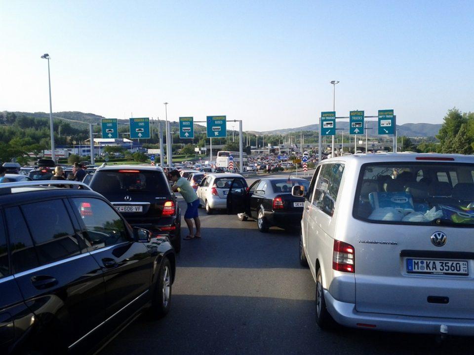 Повторно хаос и турканици: За излез од државава се чека од 30 до 45 минити