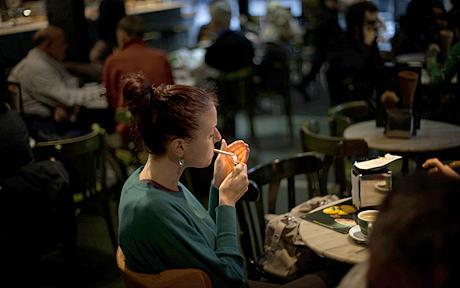 Просто е: Ако некој сака да се откаже од пушењето, прво мора да биде среќен