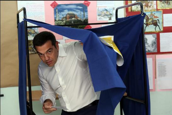 Националистка го нападнала Ципрас во авион заради Македонија