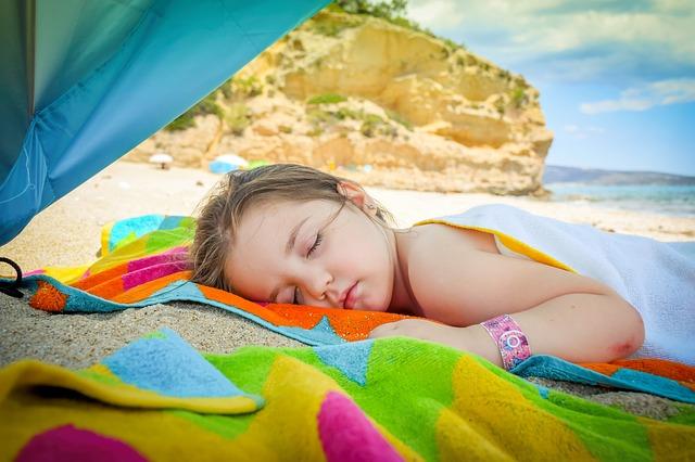 Потребни документи ако дете патува во странство без родители или само со еден родител