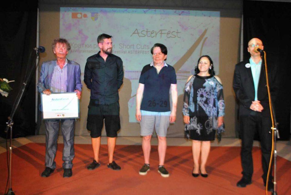 """Врачена наградата """"Астер"""" за исклучителни достигнувања на филмот и ТВ на Данчо Чеврески"""