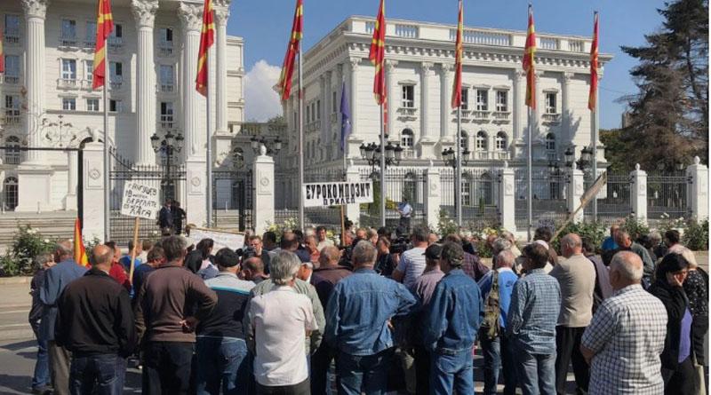 По жестоките реакции од јавноста: Владата ги повлекува предлог-измените на Законот за јавни собири