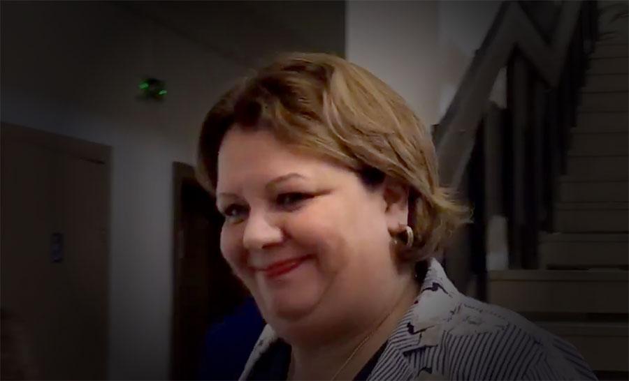 Поради внуци и снаи на Катица Јанева, професиналниот кадар не може да работи во СЈО