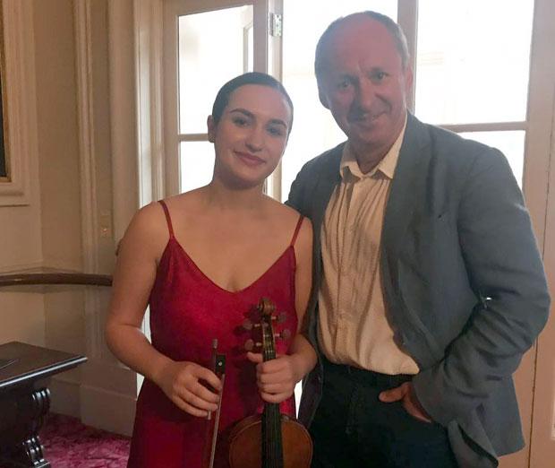 """Руска виолинистка имала светла иднина, но тогаш ѝ пресудил """"Келвин Клајн"""""""