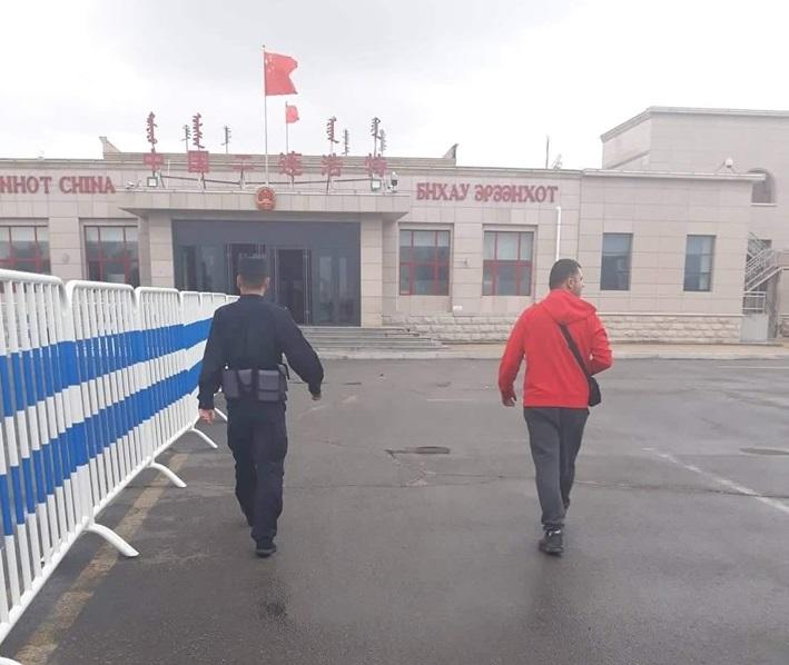 Николов и Шуклев од Стојаково стигнаа до Кина, но не можат да влезат во земјата