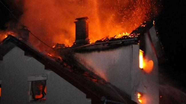 Маж пронајден мртов откако му изгорел домот