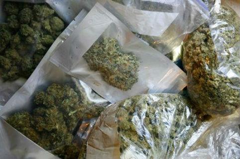 Четири момчиња синоќа фатени со марихуана