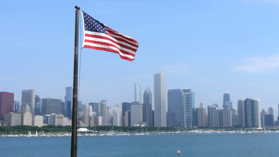 Крвав Ден на независноста во Чикаго – тројца избодени, десетици прегазени