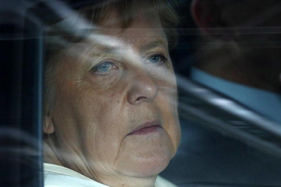 Експерт за читање од усни откри што повторуваше Меркел додека се тресеше