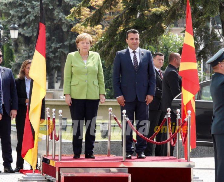 Меркел ја блокирала Македонија затоа што не сакала да испадне исламофоб?