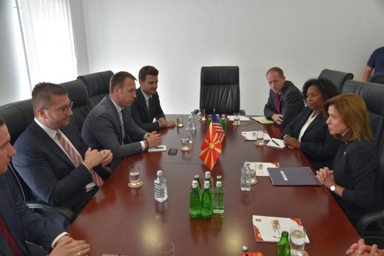 Мицкоски – Брнс: За ВМРО-ДПМНЕ стратешки интерес е членство на Македонија во НАТО и ЕУ