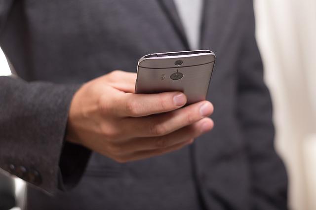 Мажи внимавајте: Од 5G мрежата може да ви се намалат сперматозоидите и да бидете неплодни