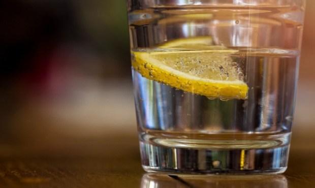 Извор на бактерии! Овој пијалок често го нарачуваме, а сериозно го загрозува нашето здравје