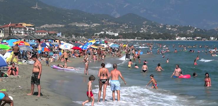 Докторка од грчките плажи апелира: Никако не правете го ова!