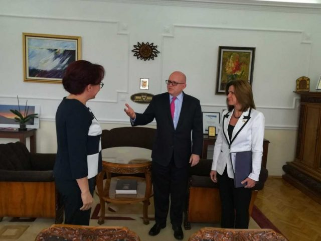 Рикер се сретна со рекетираната градоначалничка на Битола
