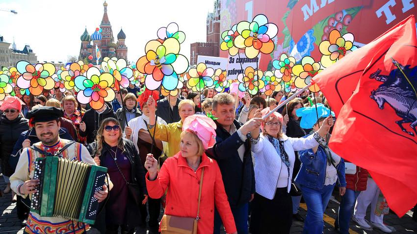 Русите подготвени да го запостават семејството поради кариера